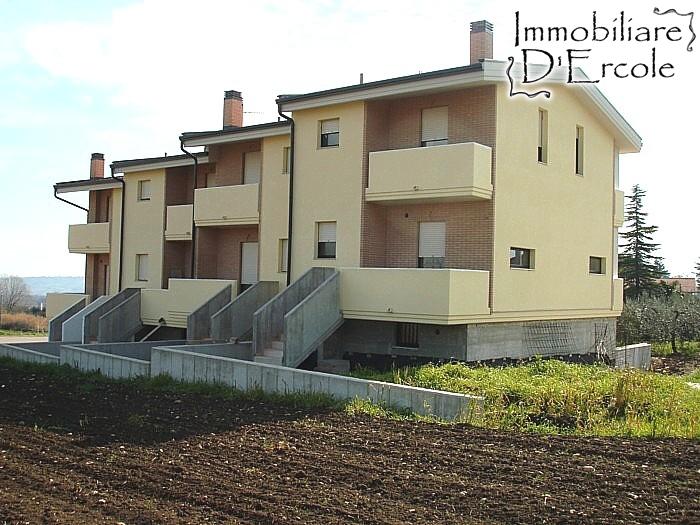 rif 395 – Scerni – Villette a schiera in zona panoramica – € 165.000