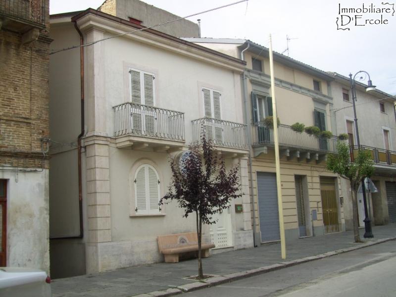 rif 469 Scerni – CH) – Casa signorile con alloggio annesso- €150.000