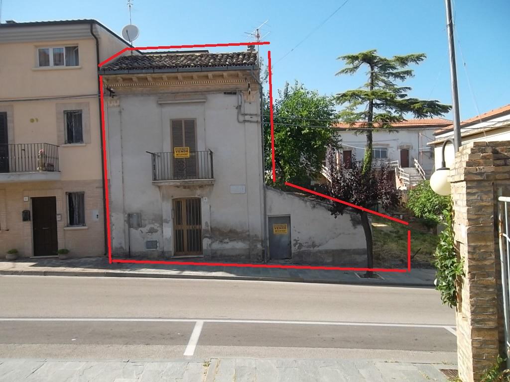 rif 1098 Scerni (CH) – Abitazione in centro paese con giardino privato – € 30000