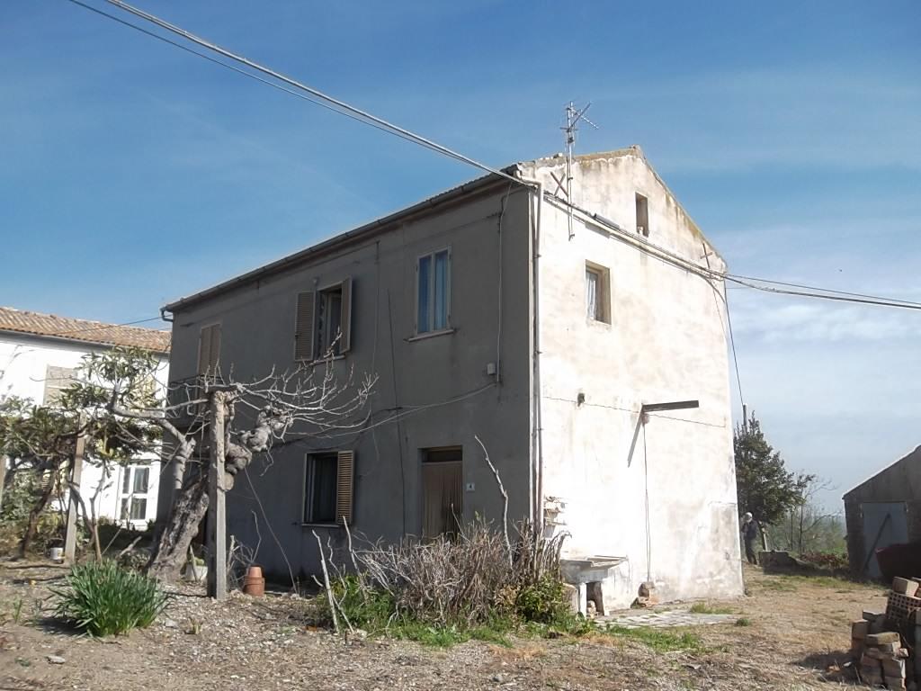 rif 586 Gissi  (CH) – Casolare con terreno – € 35000