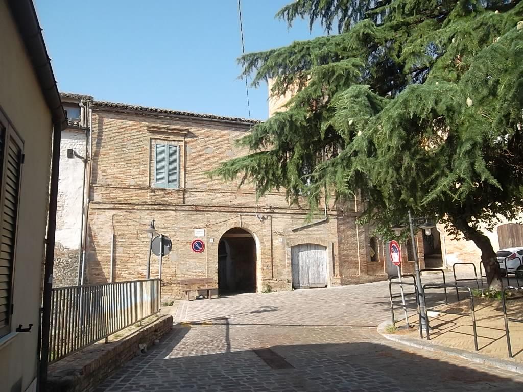 rif 946 Porzione di Castello D'Avalos a Scerni –