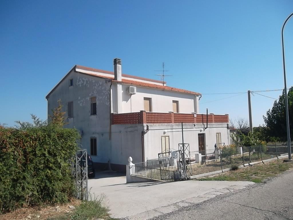 rif 954 Pollutri (CH) – Villa con terrazza panoramica – € 138000