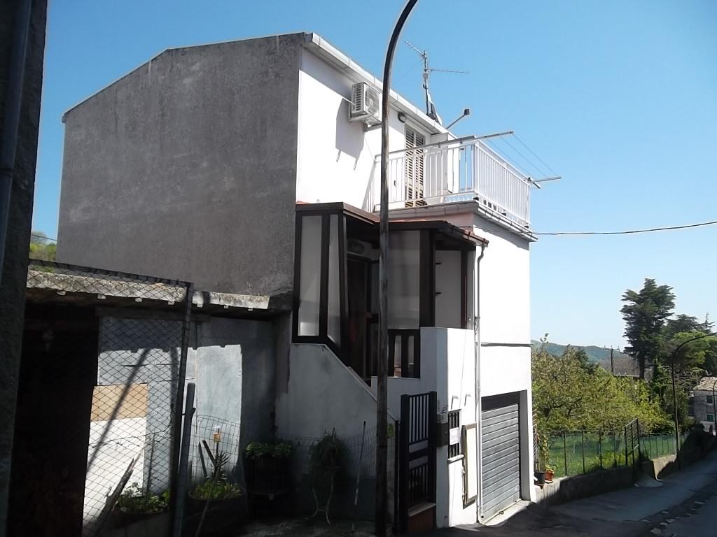 rif 979 – San Buono – Casetta di paese con terrazza panoramica – € 48.000
