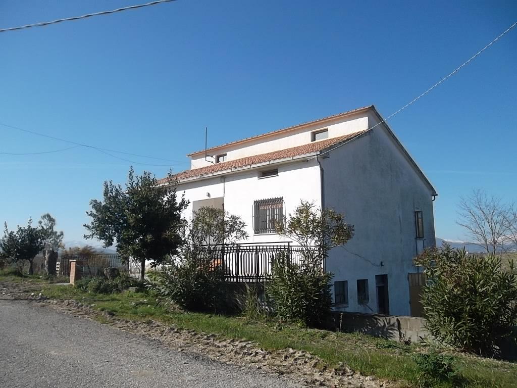 rif 988 – Scerni (CH) – Cottage e terreno € 80000