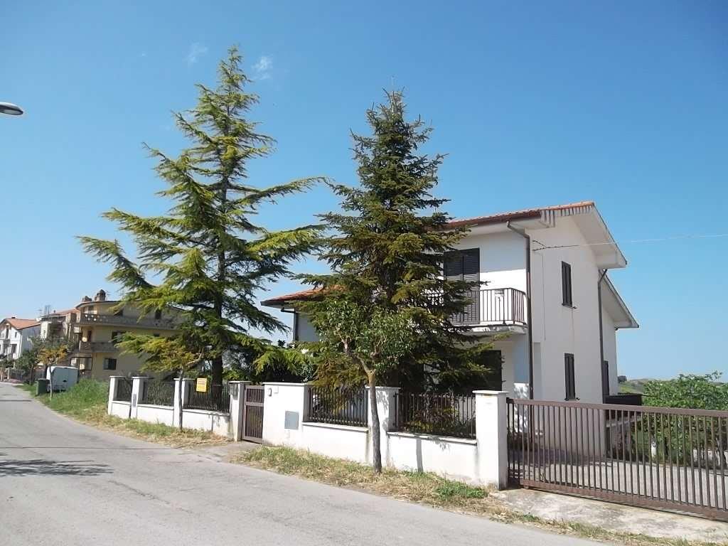 rif 734 – Scerni –  Villetta con giardino –