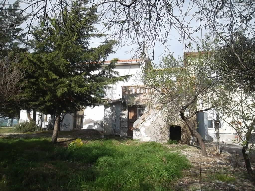 rif 999 – Gissi (CH) – Porzione di abitazione con terrazza e giardino – € 30.000