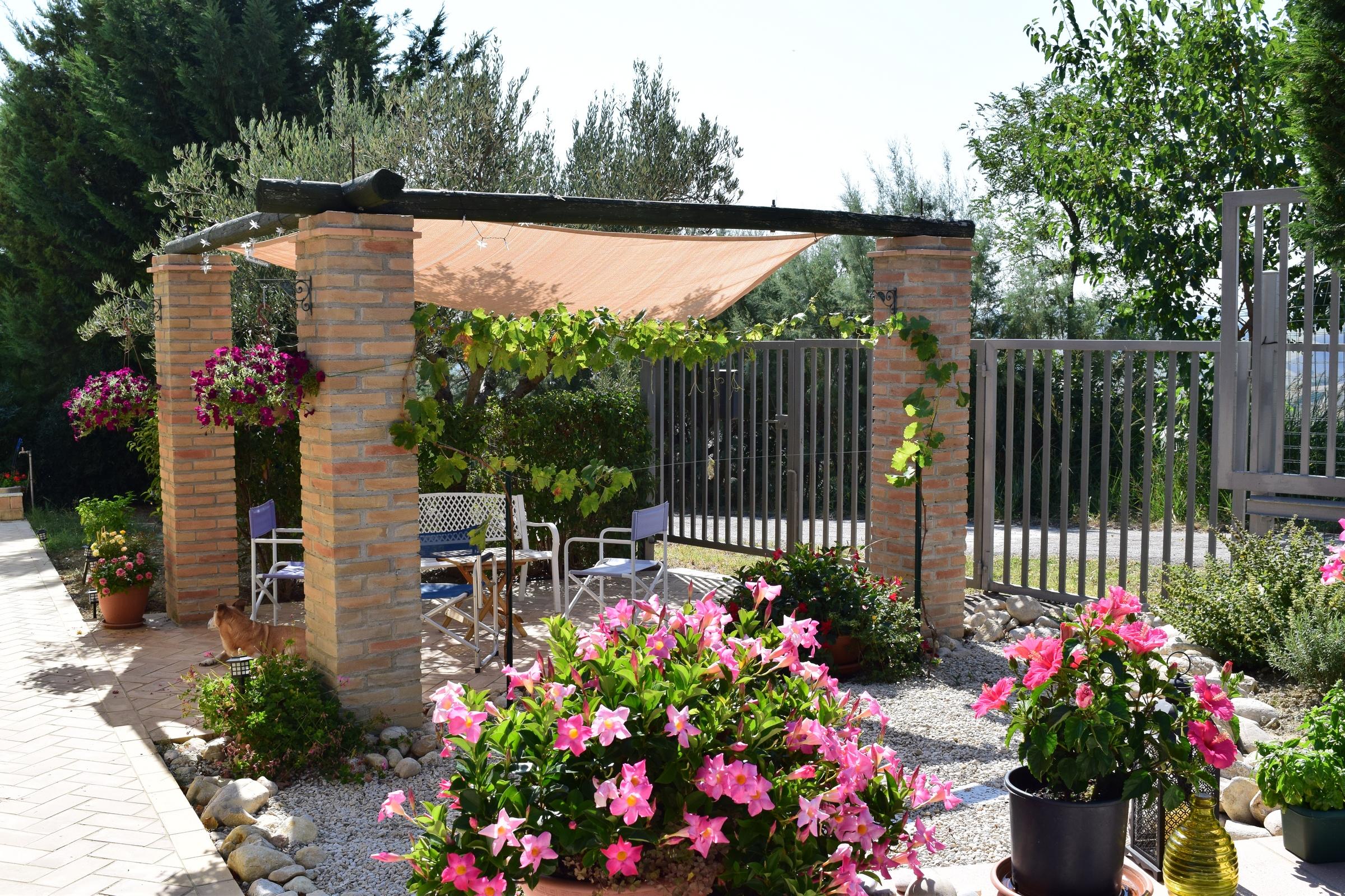 rif 1008 –  Scerni – Pittoresca casa di campagna con piscina e terreno – € 189000