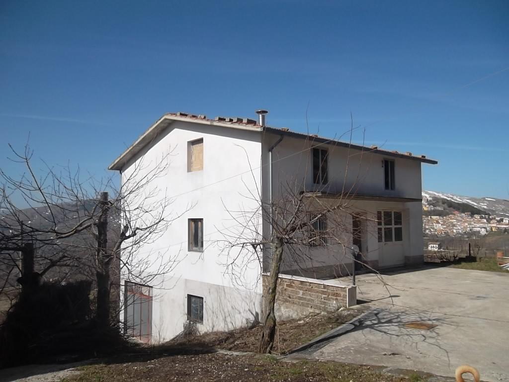 rif 989 – Castiglione Messer Marino – Fabbricato da rifinire – prezzo affare € 25.000
