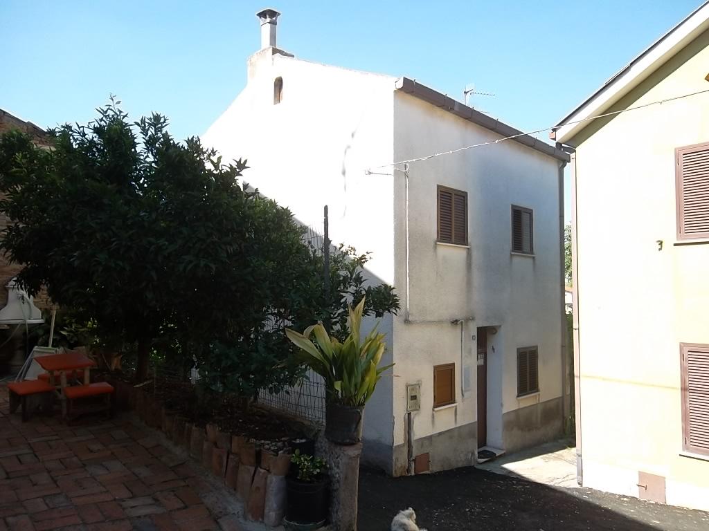 rif 1020 – Villalfonsina – Casetta di paese – € 48000