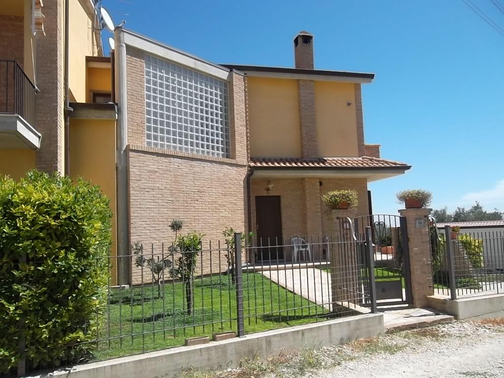 Rif 1016 – Scerni – Villa caposchiera con giardino – € 220000