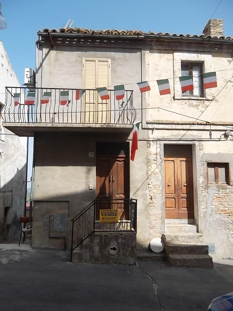 rif 1004 – Scerni – Casetta al centro storico – € 50000
