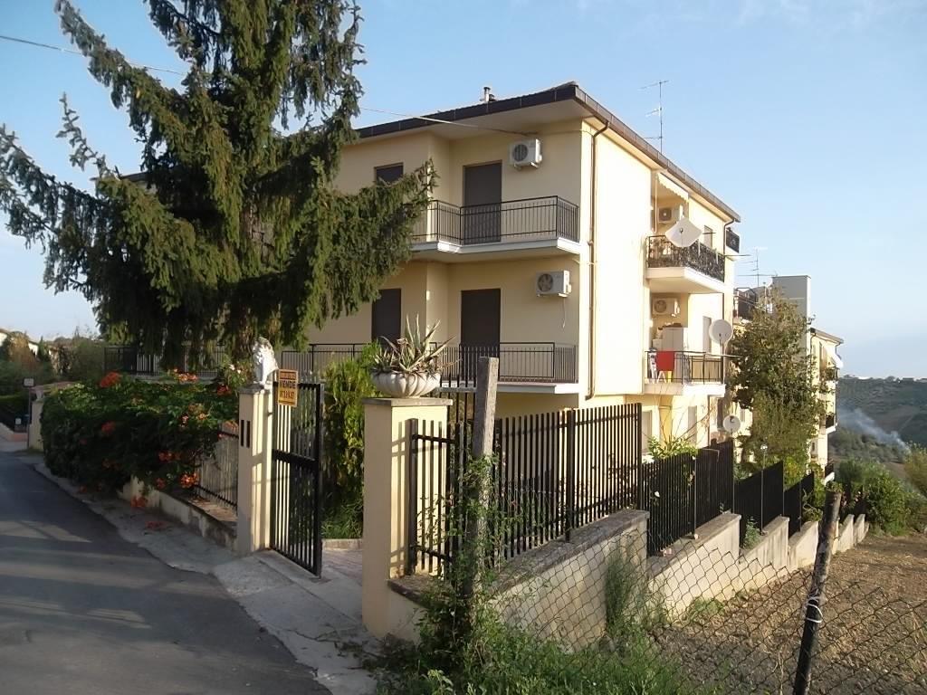 rif 1043 – Scerni – Appartamento ammobiliato vista mare – € 90.000