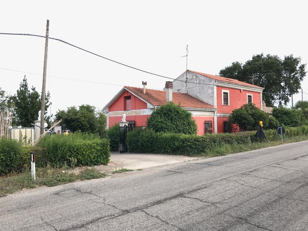 rif 1032 – Casalbordino -Rustico con terreno – € 160000