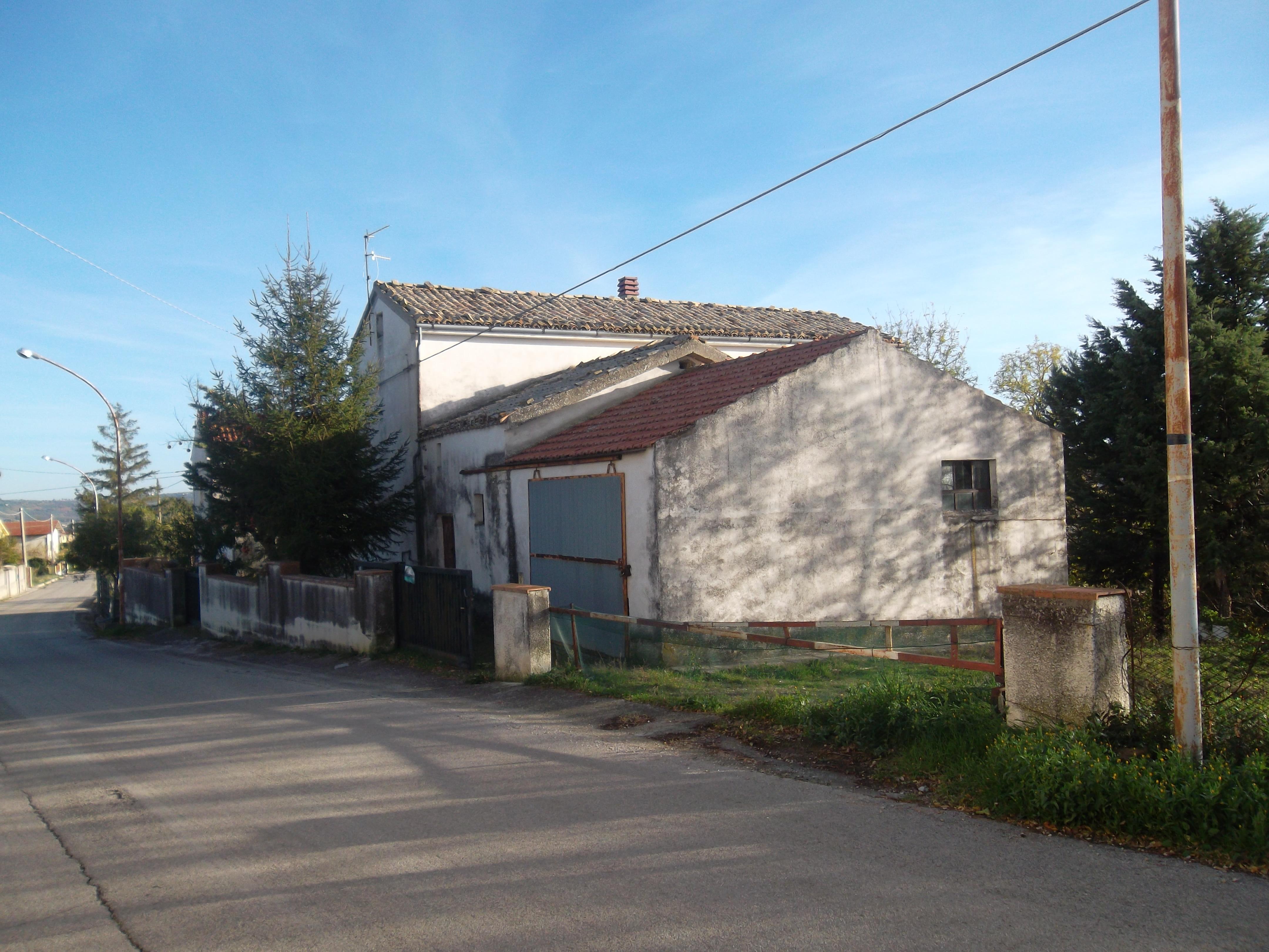 Rif 1048 Scerni – Casolare e terreno- € 89000