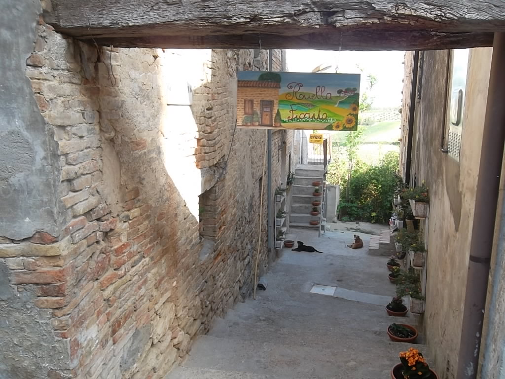 Rif 1027 Scerni – (CH) – Casa in muratura in centro storico con vista panoramica e mare – € 27000