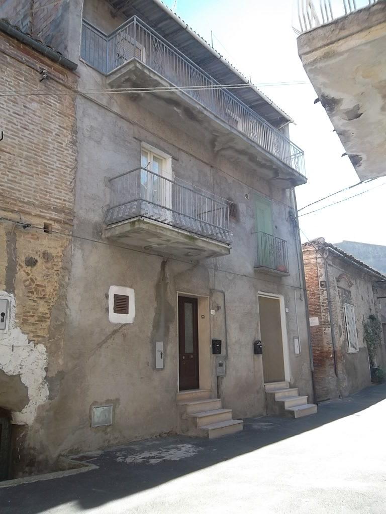 Rif 1052 – Monteodorisio – Casa in centro storico con terrazza vista mare – € 38000