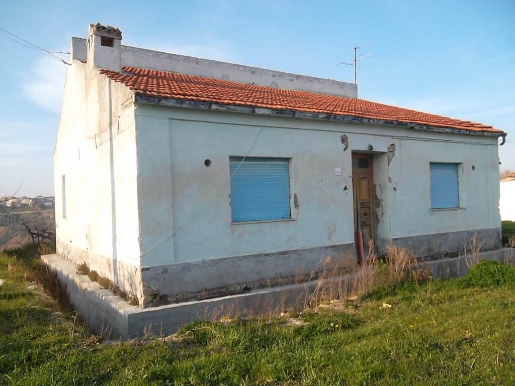 Rif 1047 – Scerni – Cottage con giardino – € 85000