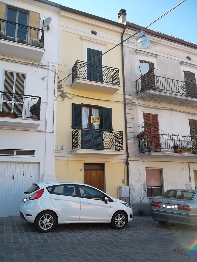 rif 944 – Scerni – Casa in paese con giardino e garage – € 80000