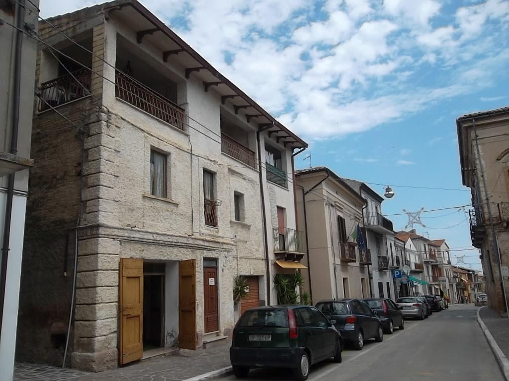 rif 1077 Villalfonsina – Casa in paese con veranda con vista panoramica – € 70.000