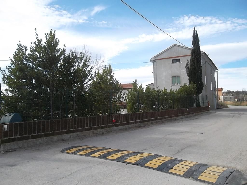 rif 1056 Atessa (CH) – Casolare con dependance e giardino – € 105.000