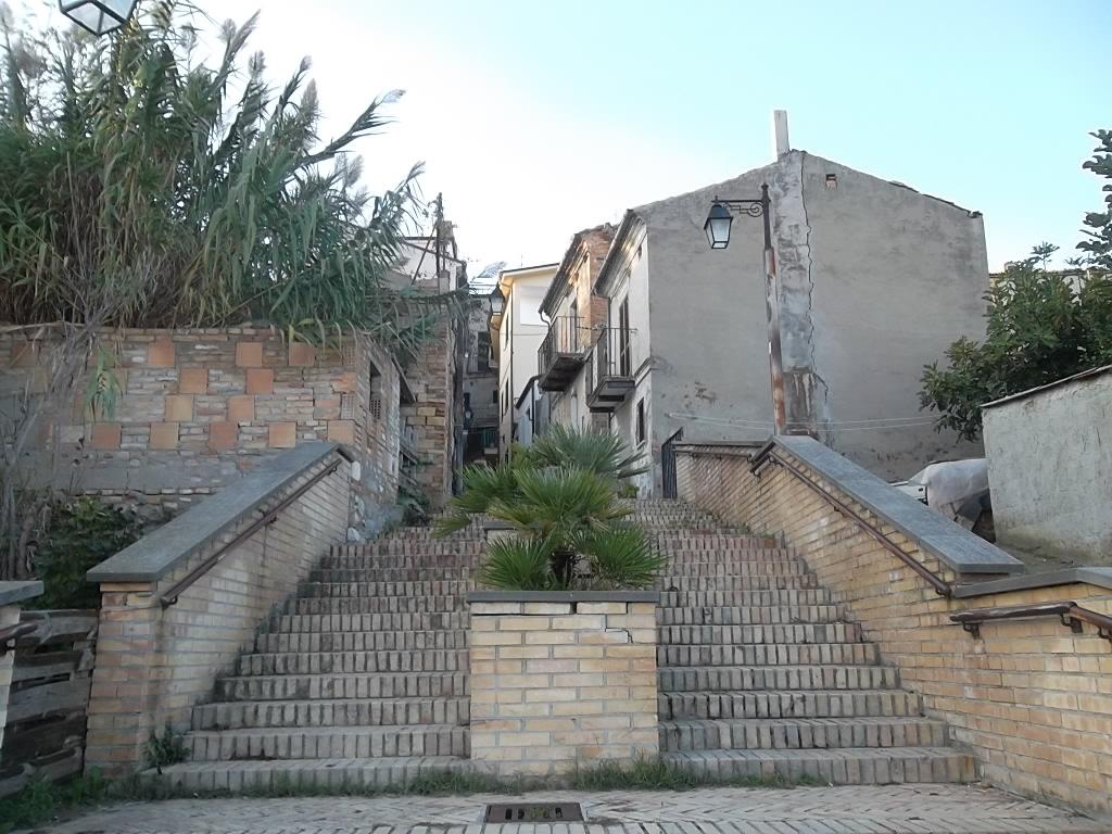 rif 1094 Scerni – (CH) – Casa di paese – Piccolo investimento € 16000