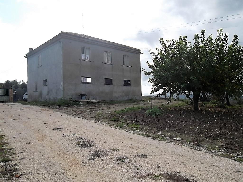 rif 1110 Petacciato – CB – Casolare e terreno con bella vista mare – da € 35.000