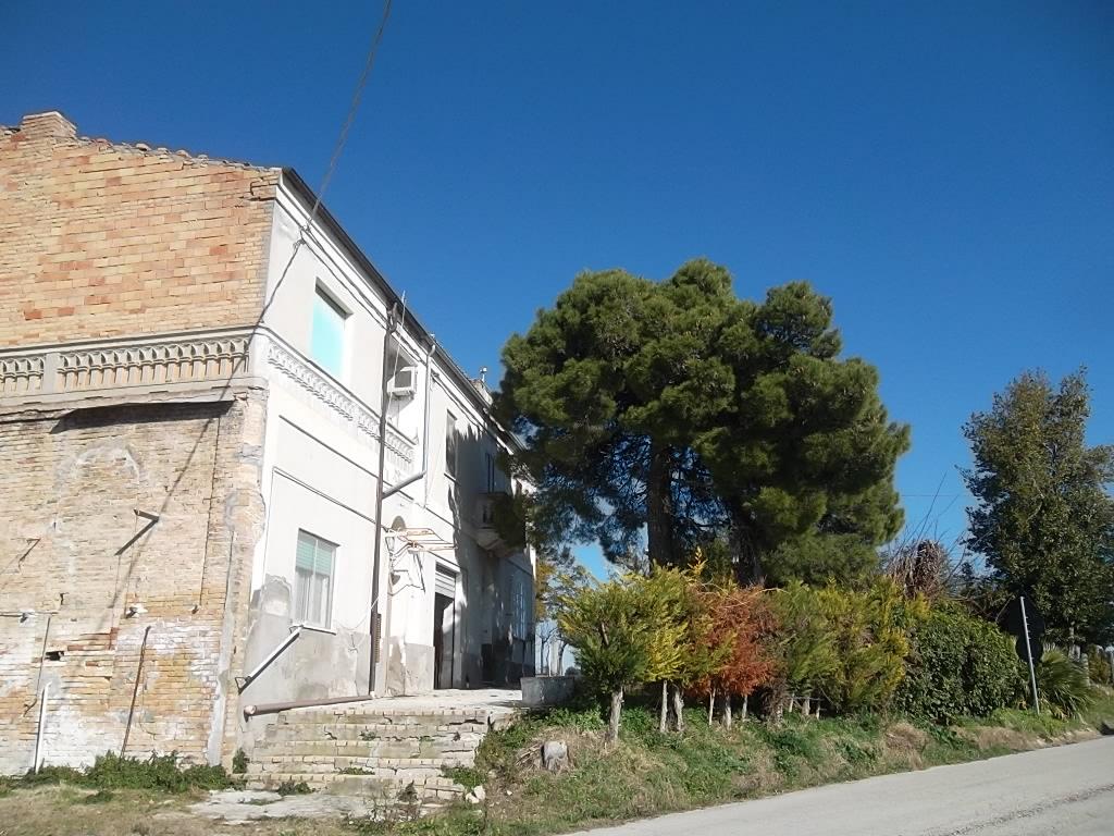 Rif 1113 Scerni (CH)  – Abitazione anni '60 con spazio esterno