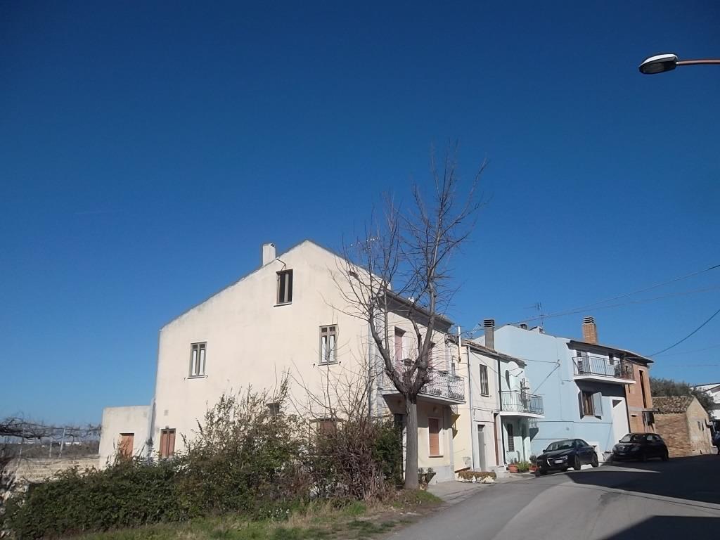 rif 1115 Scerni (CH) – Casa in paese con terrazzo panoramico – € 95000 trattabili