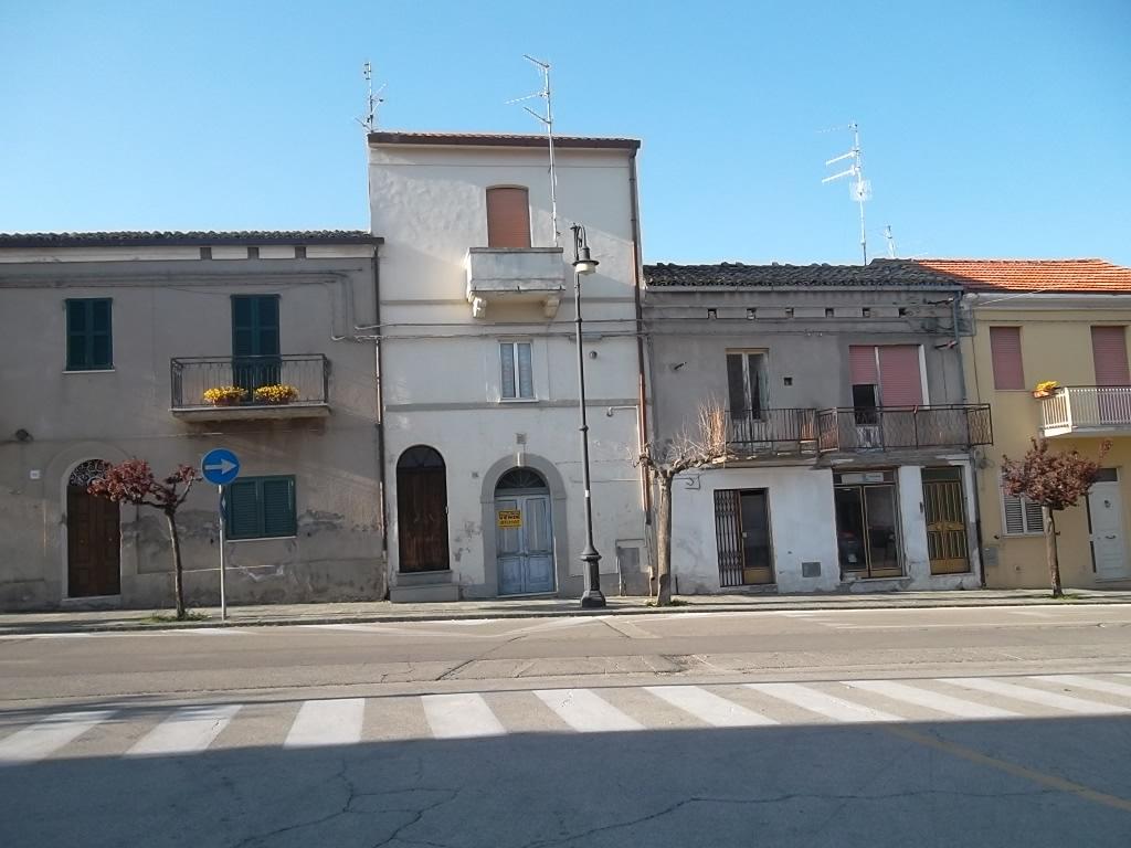 rif 1122 Scerni – Casa in piazzetta – € 50000