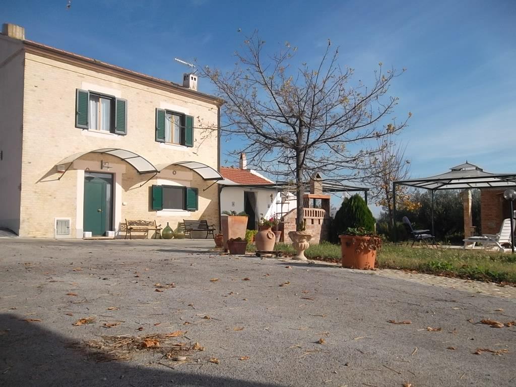 Rif 1109 – Scerni (CH) –  Casale con giardino
