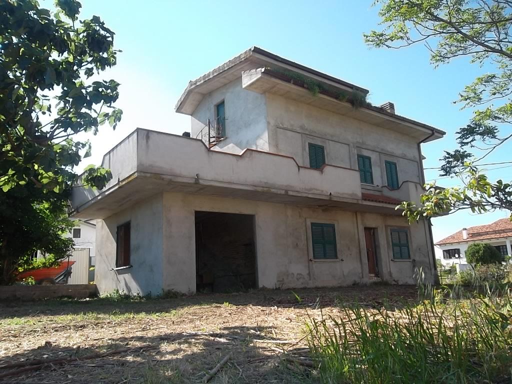 rif 1127 – Scerni (CH) – Casale con giardino e terrazzo panoramico – € 68000