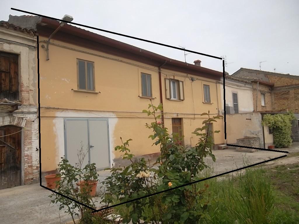 rif 1135 Scerni (CH) – Rustico in piccolo borgo – € 60000