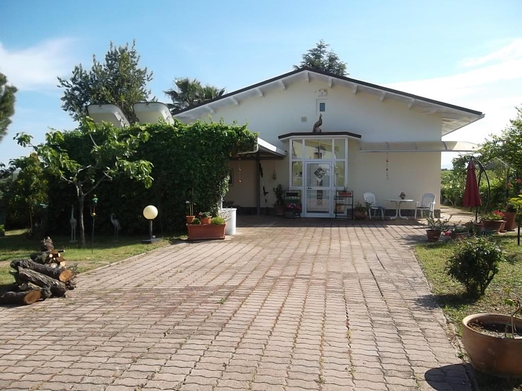 rif 1137 Pollutri (CH) – Meravigliosa villa con giardino e vista panoramica – € 240000