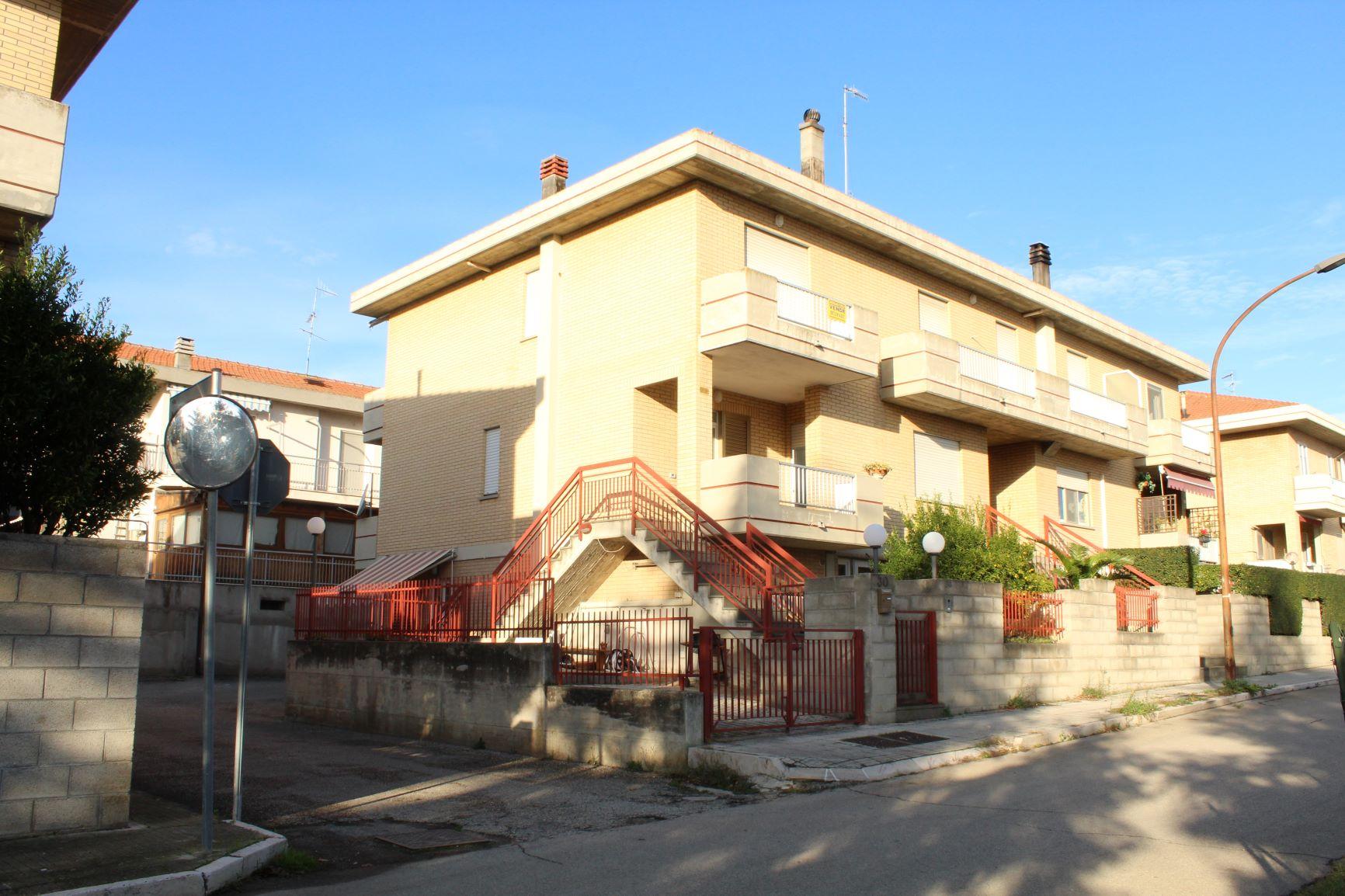 rif 1142 Casalbordino (CH) – Appartamento con tre camere da letto – € 140000