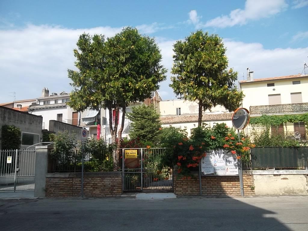 rif 1139 Gissi (CH) – Abitazione in centro con giardino – € 140000
