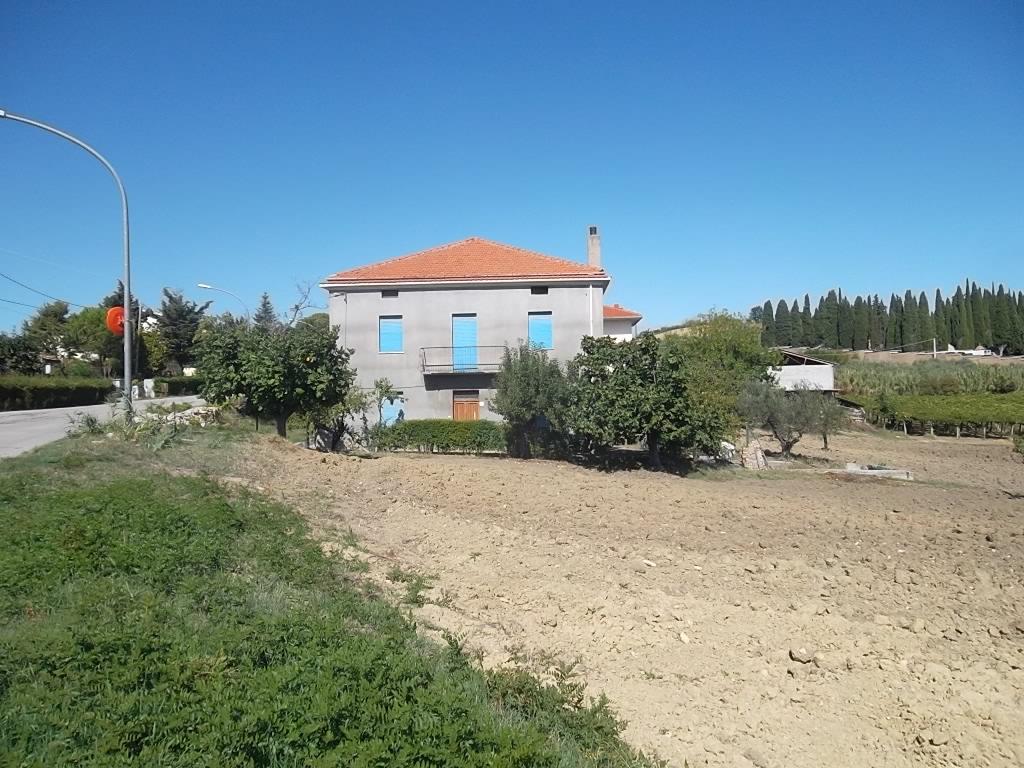 rif 1159 Scerni (CH) – Casolare e terreno – € 105000