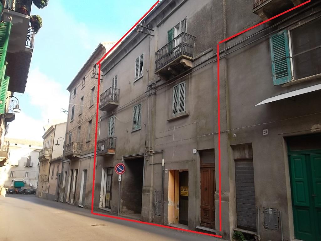 rif 1160 Scerni (CH) – Abitazione centro paese con negozio, terrazzo e giardino – €65000