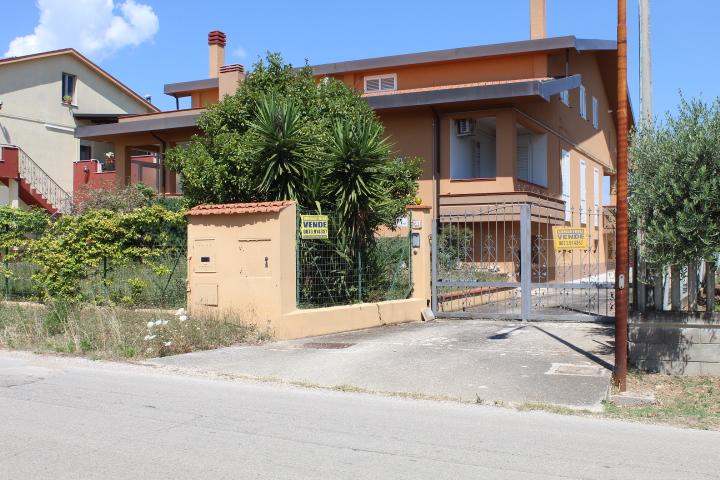rif 1172 Pollutri (CH) – Villa incantevole in zona residenziale –  € 295.000