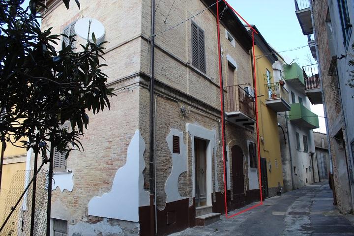 rif 1179 Pollutri – (CH) – Casa abitabile in centro storico – € 25000