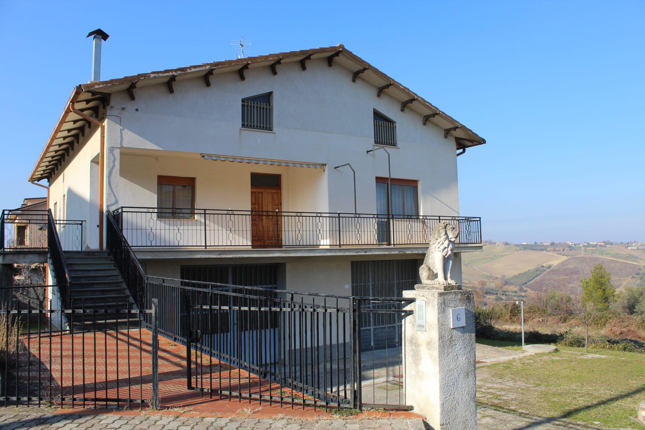 rif 1175 Scerni (CH) – Villa con splendida vista – € 260000