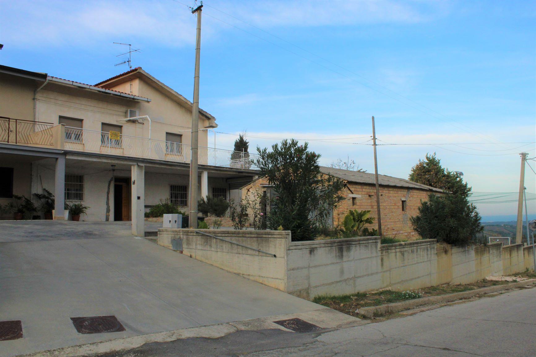 rif 1156 Pollutri (CH) – Abitazione con giardino e terrazzo vista mare- € 190000