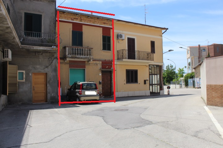 rif 1171 Scerni (CH) – Abitazione con garage e cortile – € 110000