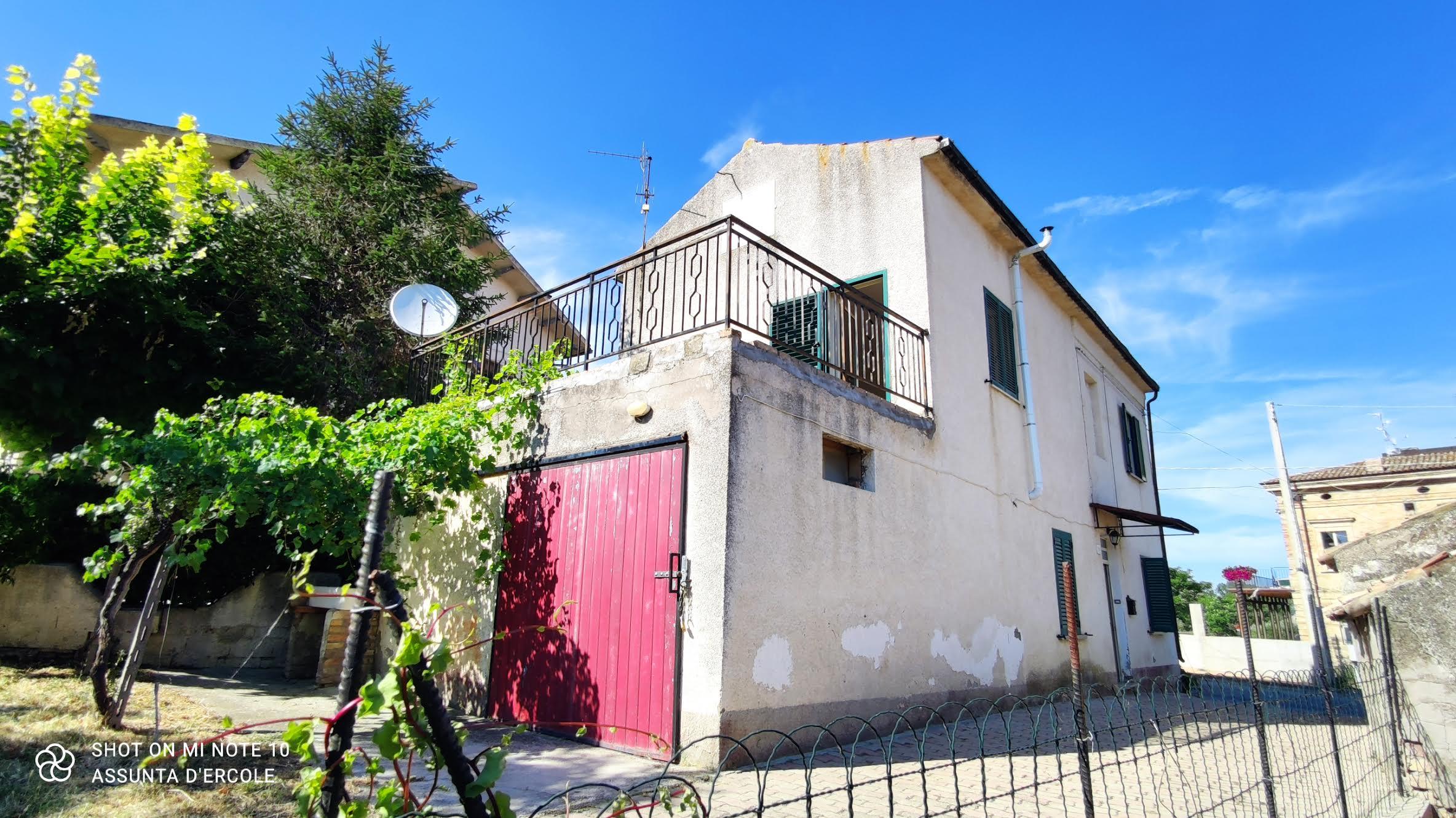rif 1181 – Scerni (CH) – Abitazione con terrazzo e giardino – € 60.000