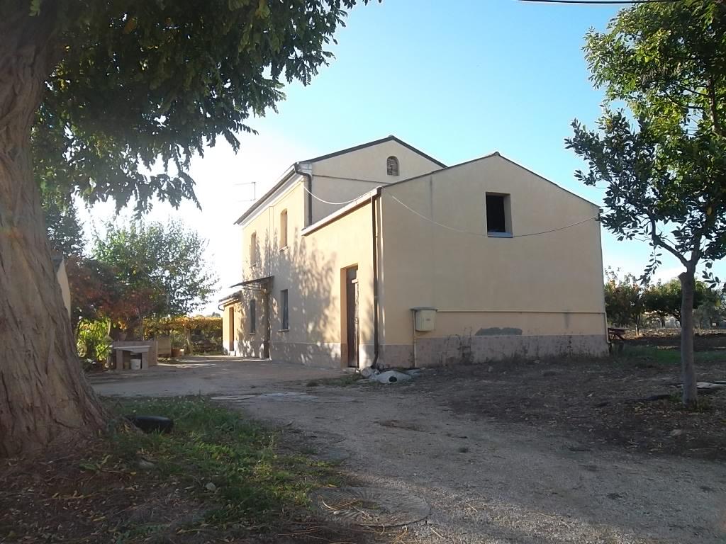 rif 1168 Scerni (CH) – Rustico con annessi e terreno – € 90.000