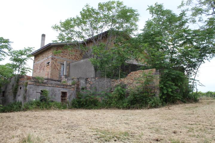 rif 1188 Casalbordino (CH) – Casolare e terreno – € 50000