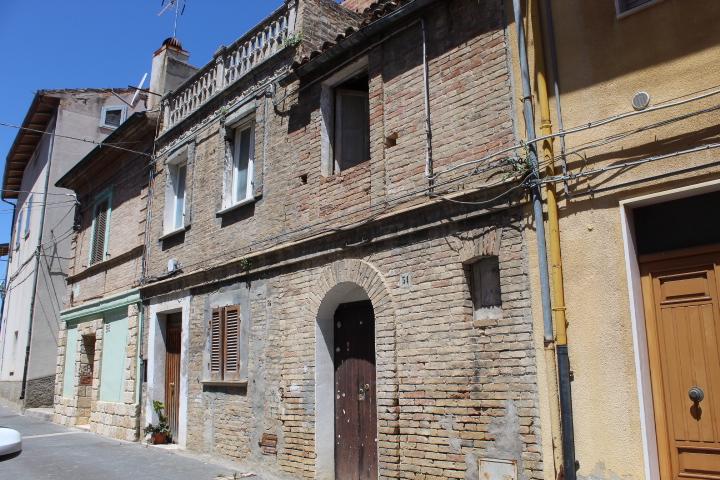 rif 1186 Pollutri (CH) – Casa nel borgo con terrazzo €28000