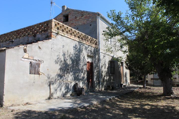 Rif 1211 Scerni (CH) – Casolare con terrazzo e giardino – € 80000