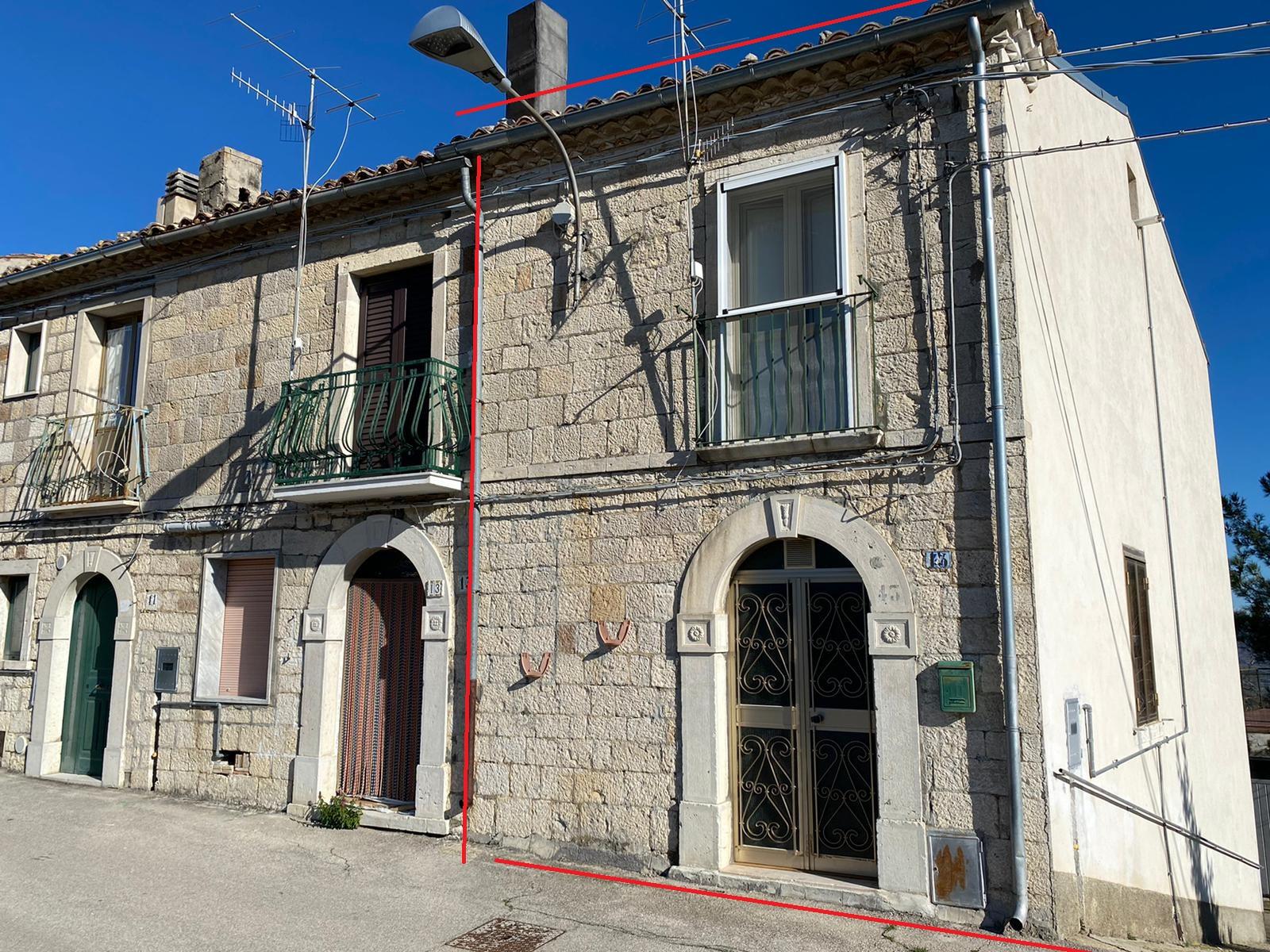 Rif 1226 – San Giovanni Lipioni (CH) – Porzione di casa in pietra € 52.000