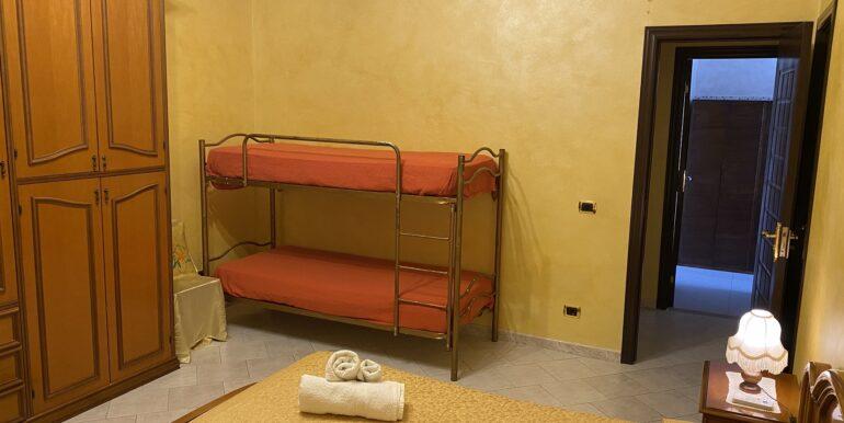 Camera doppia con bagno privato (4)
