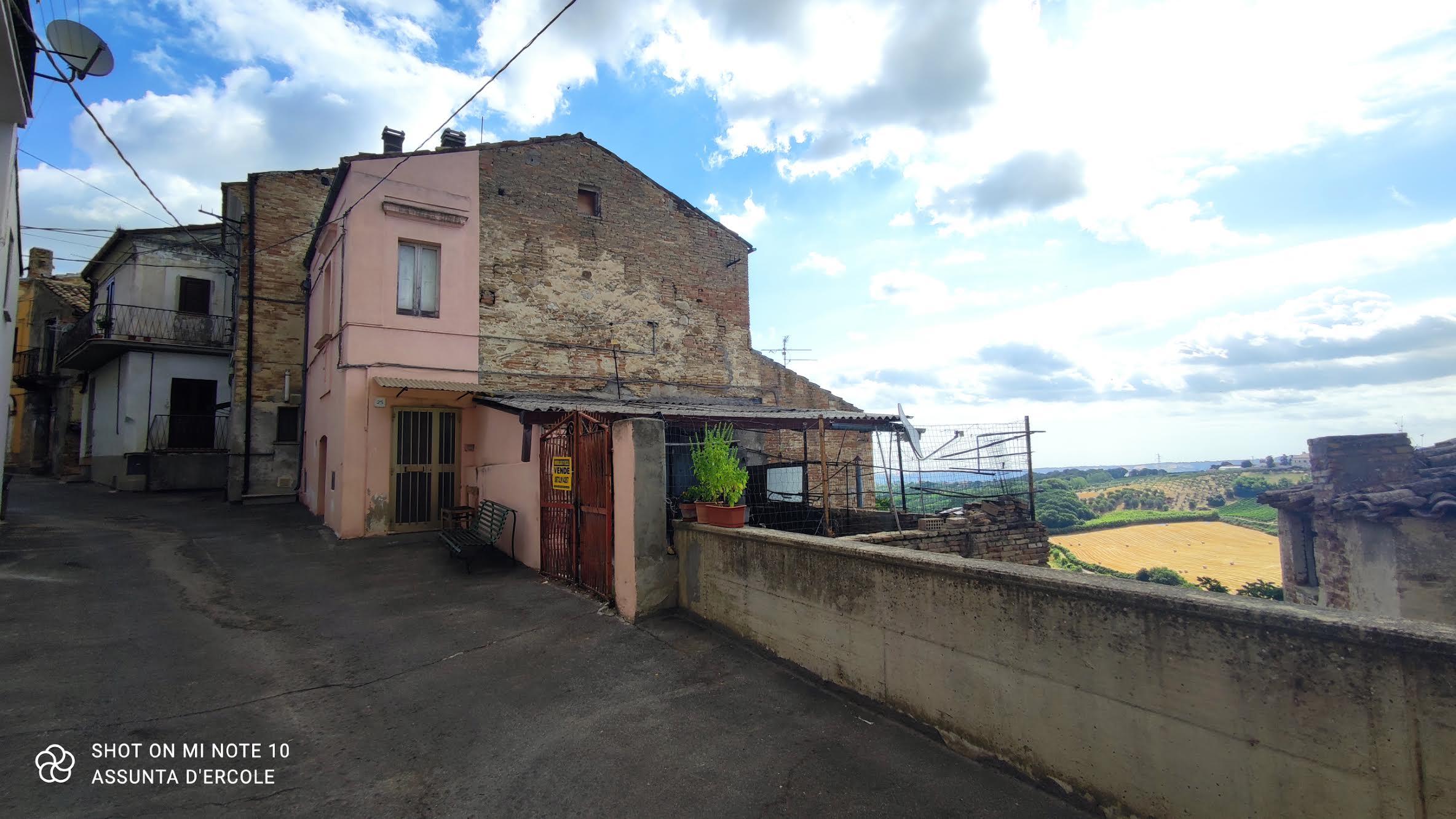 Rif 1285 Scerni (CH) – Casa di Paese con terrazza panoramica – €50000